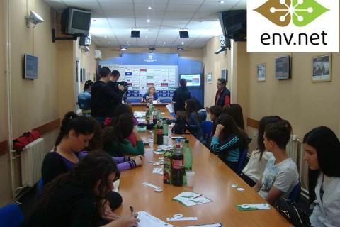 "ENV.net okrugli sto sa niškim srednjoškolcima ""Dijalogom ka zelenijoj budućnosti"""